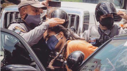 Giovani Roberto siendo arrestado