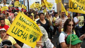Marcha del magisterio y banderín de la Federación